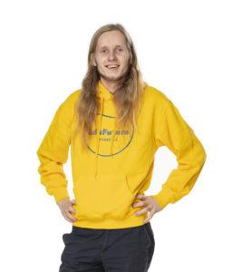 Mikael Minkkinen seisoo