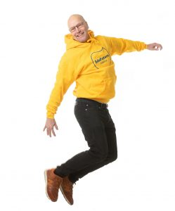 Mies hyppää