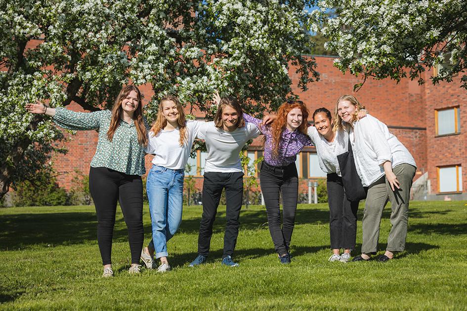 Opiskelijoita ryhmäkuvassa. Kuva Tero Takalo-Eskola.